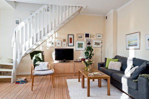 Варианты лестницы в зале частного дома