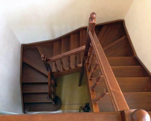 Особенности конструкции П-образной лестницы