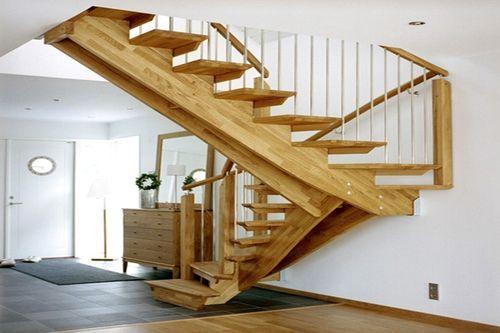 Как смонтировать полуоборотную лестницу своими руками