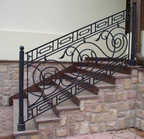Все про изготовление кованых перил на балкон