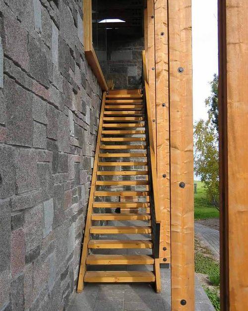 Как сделать лестницу на чердак с улицы в частном доме  
