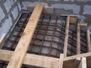 Монолитные лестницы из бетона: многогранность форм, надежность и практичность