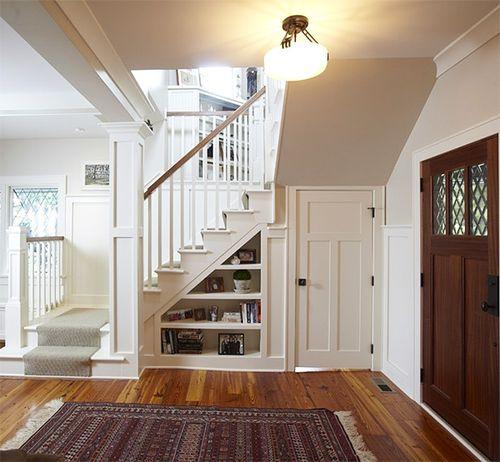 Красивый интерьер холла в доме