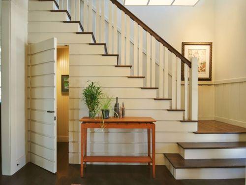 Инструкция как сделать дверь под лестницей