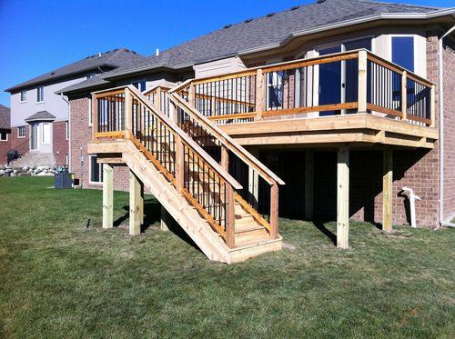 Деревянная лестницана второй этаж