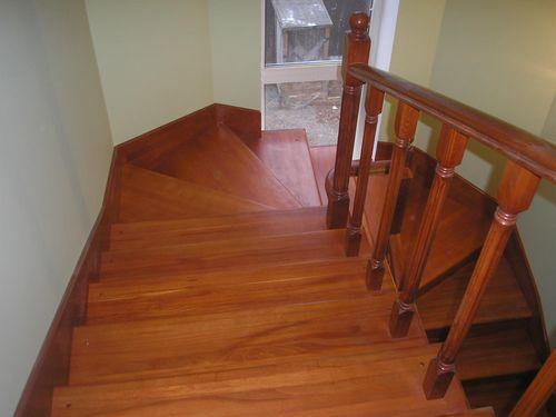 Обзор лучших лаков для лестницы из сосны