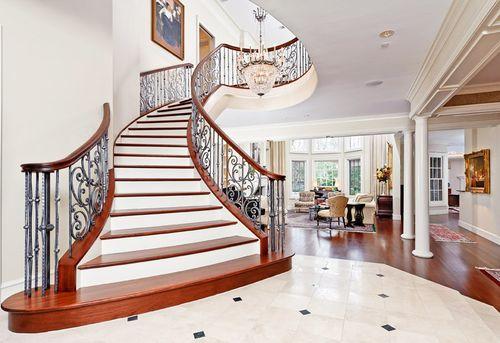 Лестница в современном стиле: основные элементы дизайна
