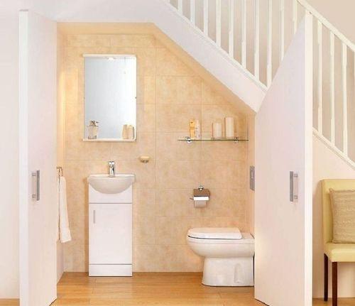 Идеи как оформить туалет под лестницей