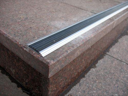 Алюминиевые антискользящие планки